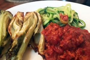 Gerösteter Fenchel, Zoodles, Salsiccia-Tomatensauce