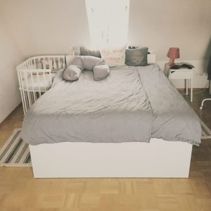 Schlafzimmer mit Babybay Maxi