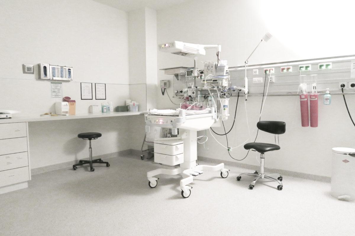 Nebenzimmer des Operationssaals, in dem mein Kind geboren wurde